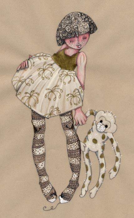 petite fille en collant rayé qui tient son doudou singe