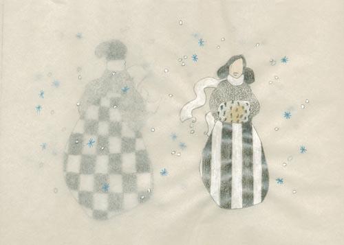 femmes se croisant dans le brouillard