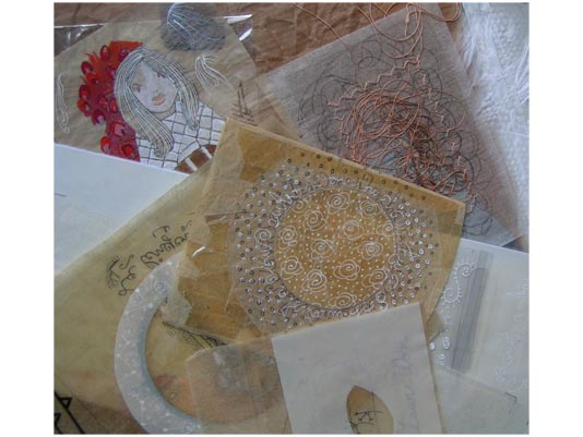 photo de travaux de dessin sur papier, calque et tissus